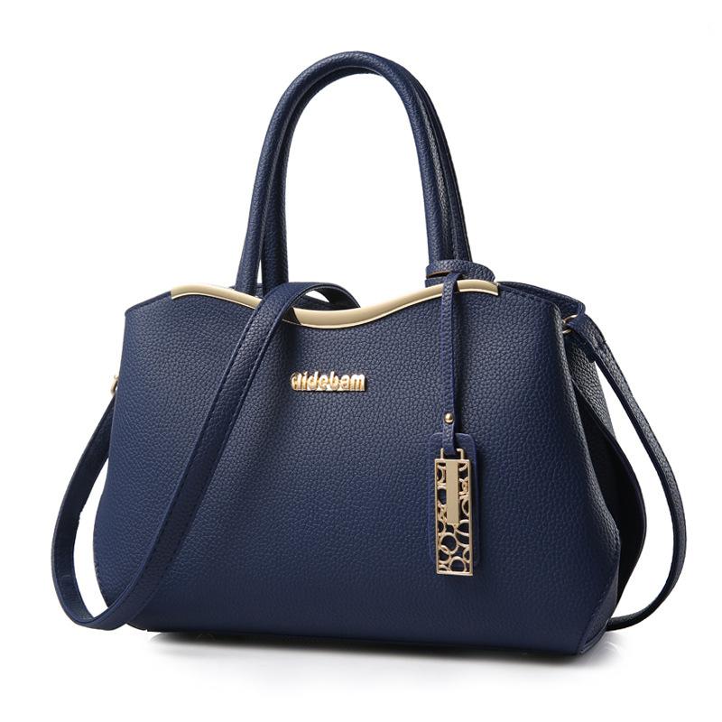 ขายส่ง กระเป๋าผู้หญิงถือและสะพายข้าง แฟชั่นเกาหลี เรียบหรู Hi-class รหัส Yi-8989 สีน้ำเงิน *พร้อมจี้ห้อย