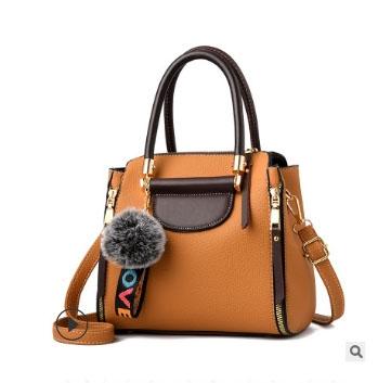 พร้อมส่ง ขายส่ง กระเป๋าถือและสะพายข้างผู้หญิง รหัส KO-2801 สีน้ำตาลอ่อน *แถมจี้ป๋อม