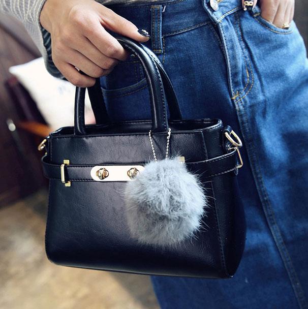 ขายส่งกระเป๋าผู้หญิง สะพายข้างใบเล็ก แต่งเข็มขัดล๊อค สไตล์แบร์น แฟชั่นเกาหลี Fashion bag รหัส DU-014 สีดำ