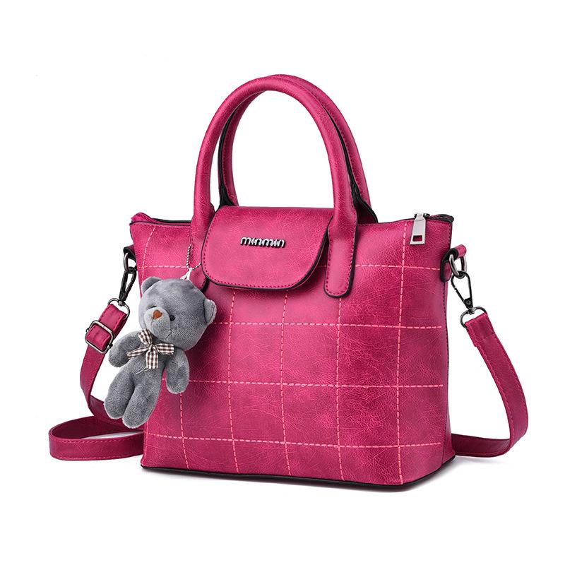 พร้อมส่ง กระเป๋าผู้หญิงถือและสะพายข้าง แฟชั่นยุโรป สไตล์แบรนด์ MIUMIU รหัส KO-064 สีบานเย็น 1 ใบ *ไม่มีตุ๊กตาหมี