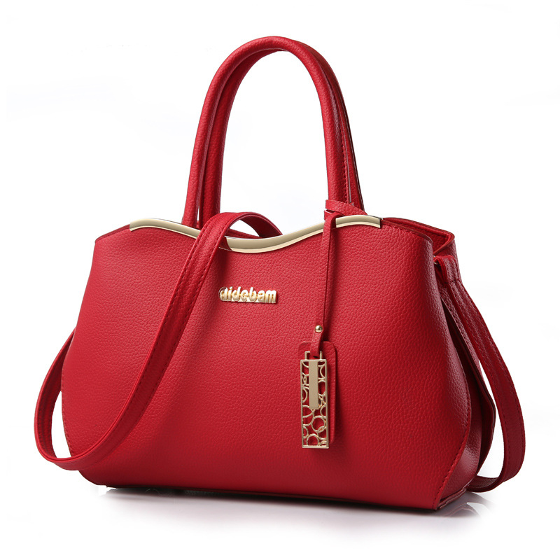 ขายส่ง กระเป๋าผู้หญิงถือและสะพายข้าง แฟชั่นเกาหลี เรียบหรู Hi-class รหัส Yi-8989 สีไวน์แดง *พร้อมจี้ห้อย