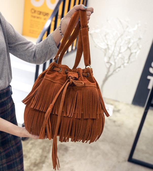 พร้อมส่ง กระเป๋าสะพายข้าง ทรงขนมจีบ แต่งพู่ฝอยสะพายพริ้วแฟชั่นเกาหลี Fashion bag รหัส G-190 สีน้ำตาล