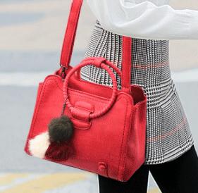 ขายส่ง กระเป๋าผู้หญิงถือหูหิ้วห่วงกลมวินเทจ สะพายข้างได้ แฟชั่นสไตล์เกาหลี รหัส KO-981 สีเแดง *แถมปอมๆ