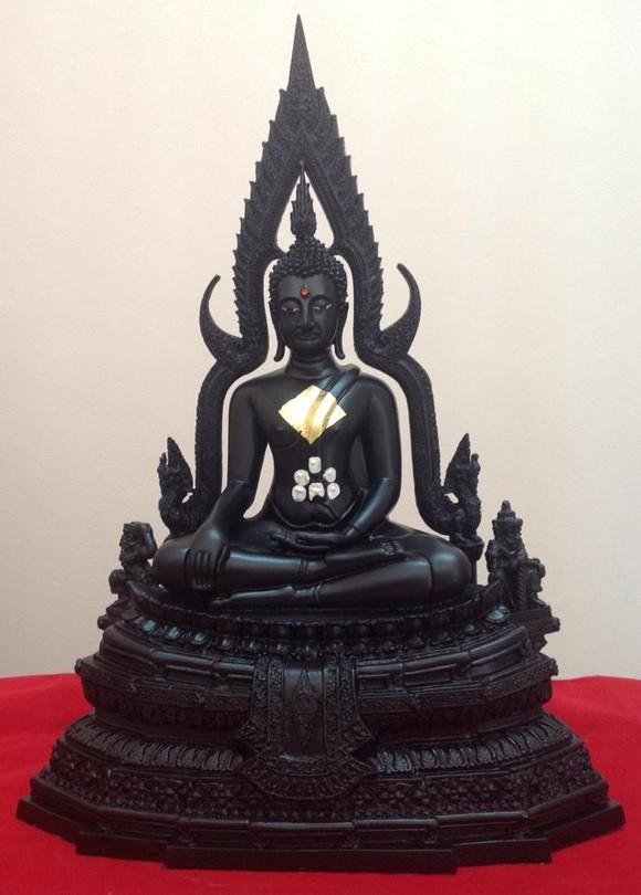 พระพุทธชินราช มวลสารผสมเหล็กน้ำพี้ สีดำ 9นิ้ว
