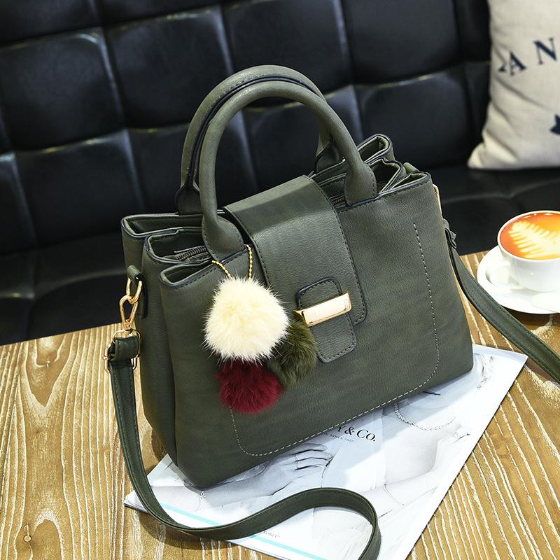 ขายส่ง กระเป๋าผู้หญิงถือและสะพายข้าง เรียบหรู 3 ช่องเก็บของรหัส KO-854 สีเขียว *แถมปอม3สี