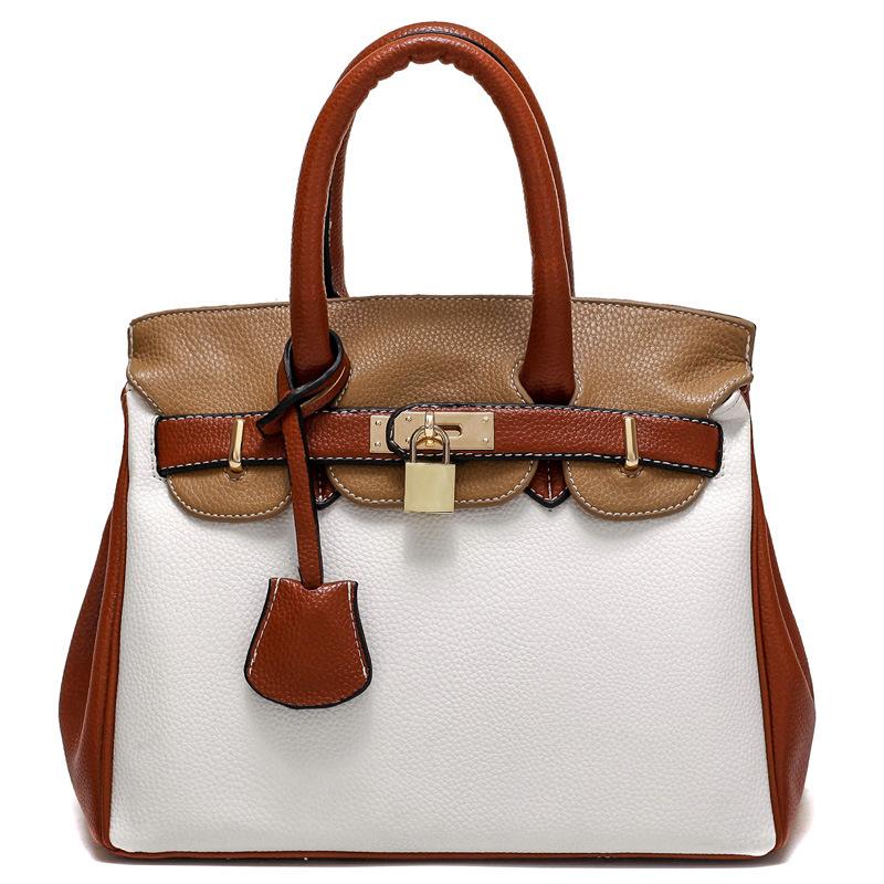 พร้อมส่ง กระเป๋าผู้หญิงถือและสะพายข้าง หรูคุณนายสไตล์ยุโรป แต่งแม่กุญแจ รหัส G-218 สีน้ำตาล-ขาว