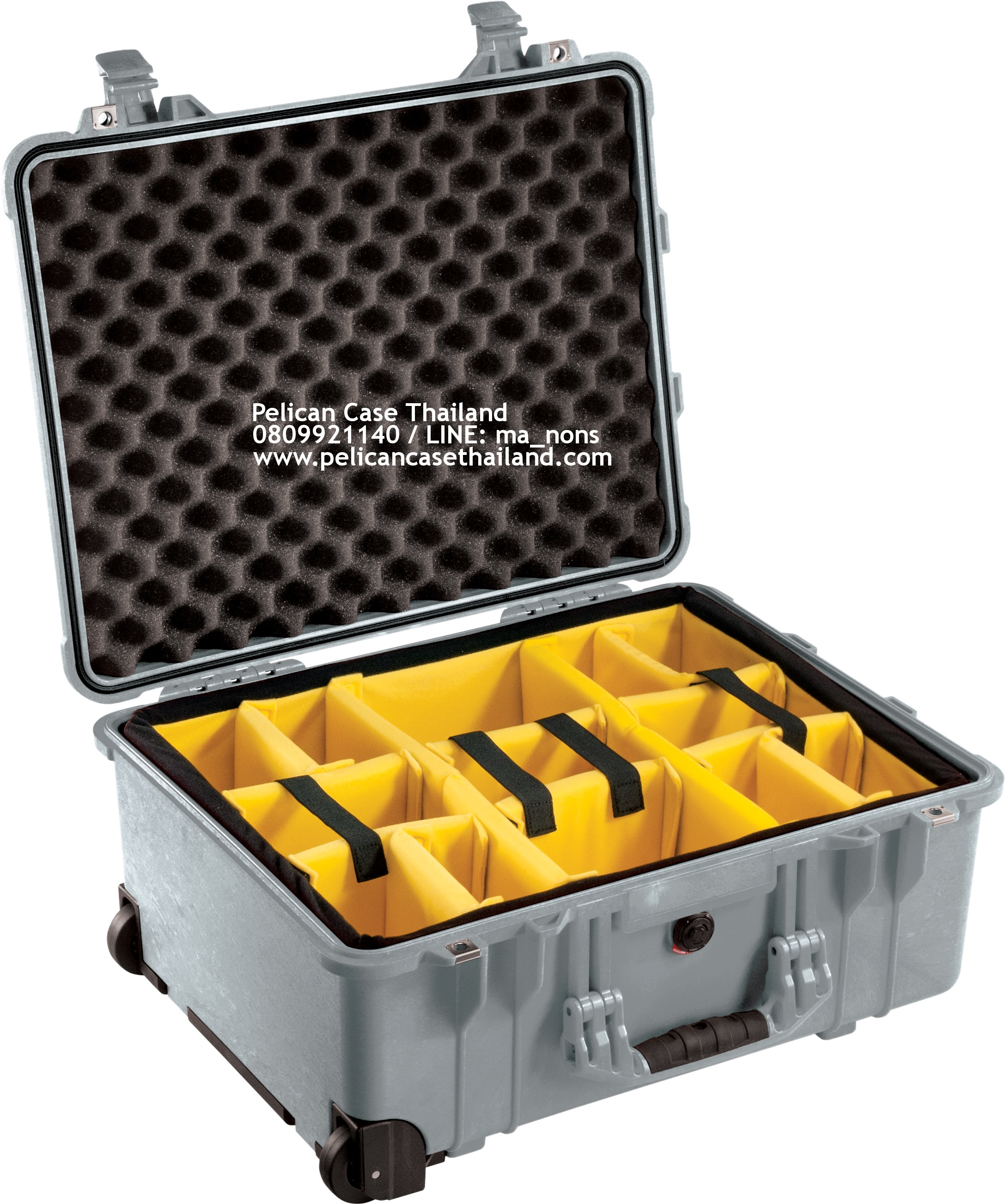 PELICAN™ 1560 with Padded Divider, Sliver (ช่องเเท้จากโรงงาน USA)