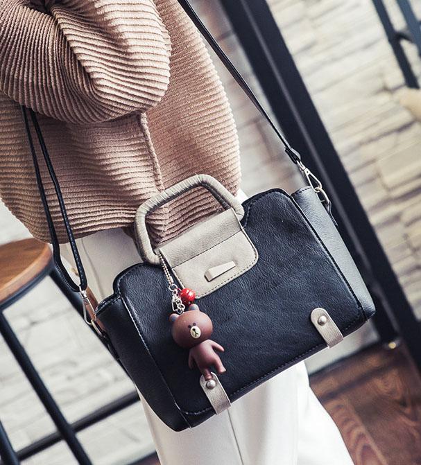 พร้อมส่ง กระเป๋าผู้หญิงถือและกระเป๋าสะพายข้าง แต่งจี้ห้อย แฟชั่นเกาหลี Fashion bag รหัส G-004 สีดำ