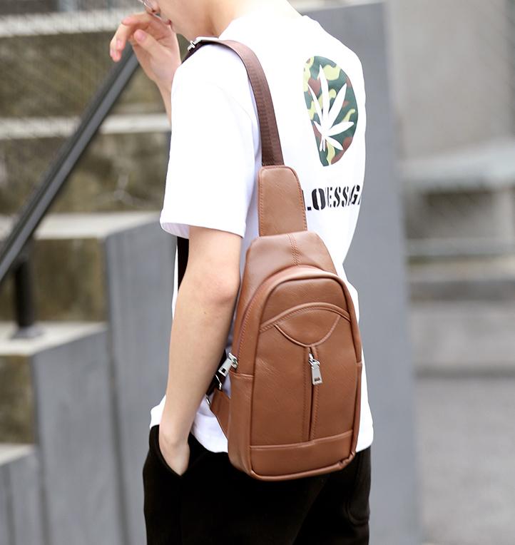 พร้อมส่งขายส่ง กระเป๋าสะพายคาดไหล่ คาดอก ใส่ ipad 8 นิ้ว ผู้ชายแฟขั่นเกาหลี รหัส Man-5206 สีน้ำตาล