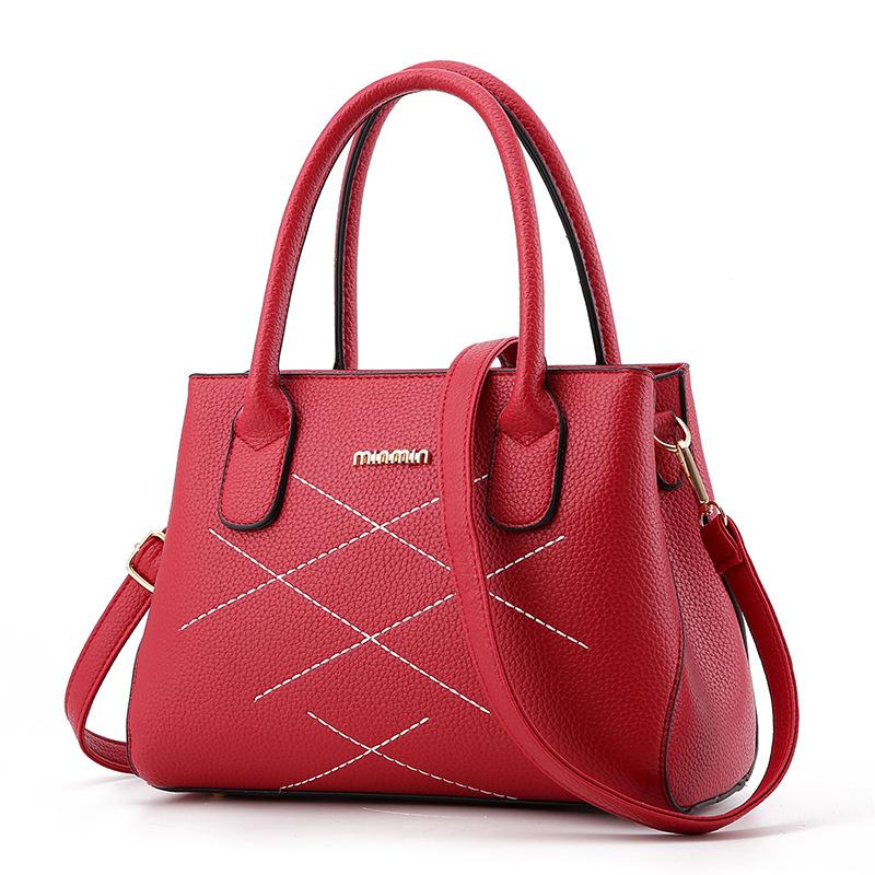 พร้อมส่ง กระเป๋าผู้หญิงถือและสะพายข้าง แฟชั่นเกาหลี เรียบหรูสไตล์แบร์น miumiu รหัส Yi-8916 สีแดง