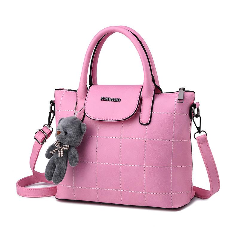 พร้อมส่ง กระเป๋าผู้หญิงถือและสะพายข้าง แฟชั่นยุโรป สไตล์แบรนด์ MIUMIU รหัส KO-064 สีชมพู 1 ใบ *ไม่มี ตุ๊กตาหมี