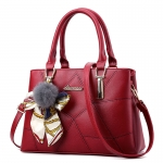 พร้อมส่ง กระเป๋าผู้หญิงถือและสะพายข้างแฟชั่นสไตล์ยุโรป เรียบหรู รหัส Yi-8178 สีไวน์แดง *แถมโบว์ผ้าสุ่มสี