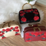 กระเป๋าแบรนด์ Charles & Keith รุ่น Rose Embroidery Sling Bag มี 3 สี สีดำ, สีแดง, สีทอง