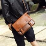 พร้อมส่ง ขายส่ง กระเป๋าหนังสะพายข้างผู้ชาย ใส่ Tab 10 นิ้ว Messenger bag แฟขั่นเกาหลี รหัส Man-302 สีน้ำตาล