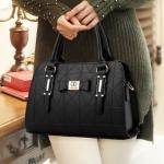 พร้อมส่ง กระเป๋าผู้หญิงถือและสะพายข้างแฟชั่นสไตล์ยุโรป เรียบหรู รหัส Yi-8885 สีดำ