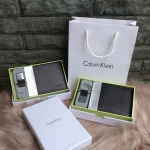 กระเป๋าสตางค์ชุดเซตแบรนด์ Calvin Klein รุ่น Leather Credit Card Fold with Metal Clip Key Fob Set มี 2 สี ดำ , น้ำตาล