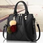 กระเป๋าแฟชั่นนำเข้า พร้อมพู่ห้อยสุดชิค รหัสสินค้า D-114 มี 3 สี ดำ, เทา, แดง