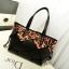 พร้อมส่ง ขายส่งกระเป๋ากระเป๋าสะพายไหล่ ใบใหญ่ เย็บลายตาราง แฟชั่นเกาหลี Fashion bag รหัส NA-385 สีดำ เสือดาว 1 ใบ thumbnail 1