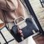 พร้อมส่ง กระเป๋าผู้หญิงถือและกระเป๋าสะพายข้าง แต่งจี้ห้อย แฟชั่นเกาหลี Fashion bag รหัส G-004 สีดำ thumbnail 1