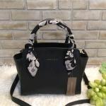 กระเป๋าแฟชั่น CHARLES & KEITH TRAPEZE HANDBAG มี 2 สี ดำ โอรส