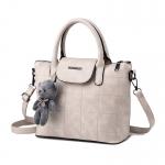 พร้อมส่ง กระเป๋าผู้หญิงถือและสะพายข้าง แฟชั่นยุโรป สไตล์แบรนด์ MIUMIU รหัส KO-064 สีขาว 1 ใบ *แถมตุ๊กตาหมี